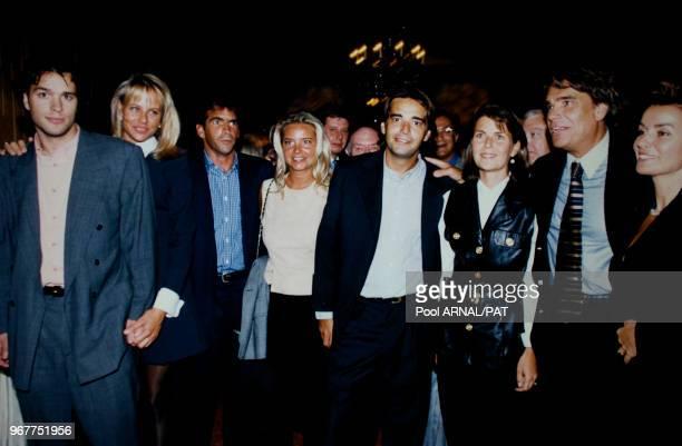 """Le Député des Bouches-du-Rhône Bernard Tapie et sa famille à la première du film """"Hommes, Femmes, mode d'emploi"""", le 27 août 1996 à Paris, France."""
