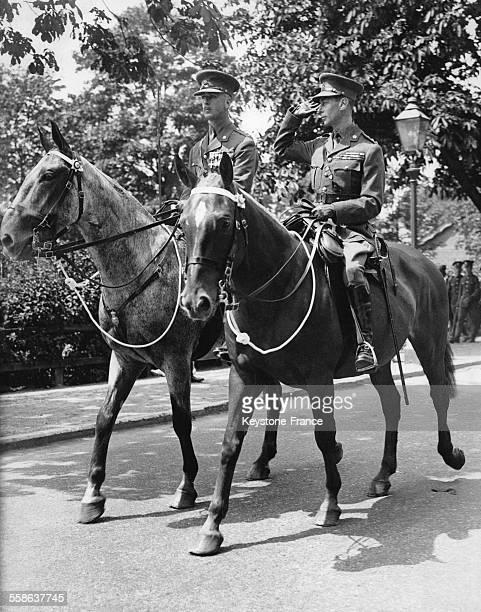 Le Duc D'York a cheval lors de sa revue du 2d Bataillon le 10 juillet 1935 a Aldershot RoyaumeUni