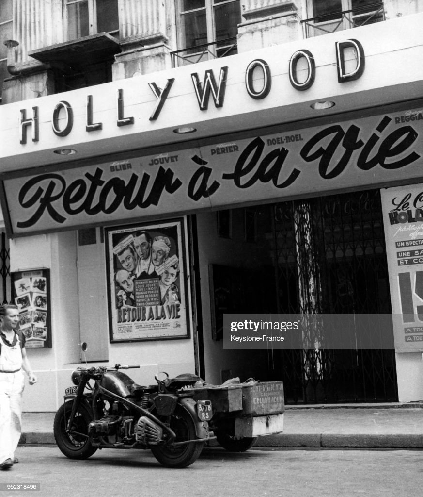 Façade du cinéma parisien 'Hollywood' : Photo d'actualité