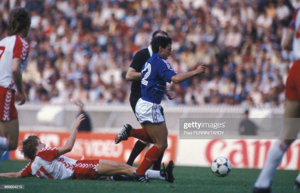 France-Danemark au championnat d'Europe de footbal 84 : Photo d'actualité