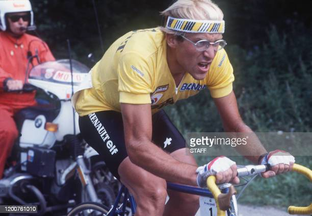 Le Français Laurent Fignon, échappé, file vers la victoire, le 17 juillet 1984, lors de la 18ème étape du Tour de France entre Bourg d'Oisans et La...