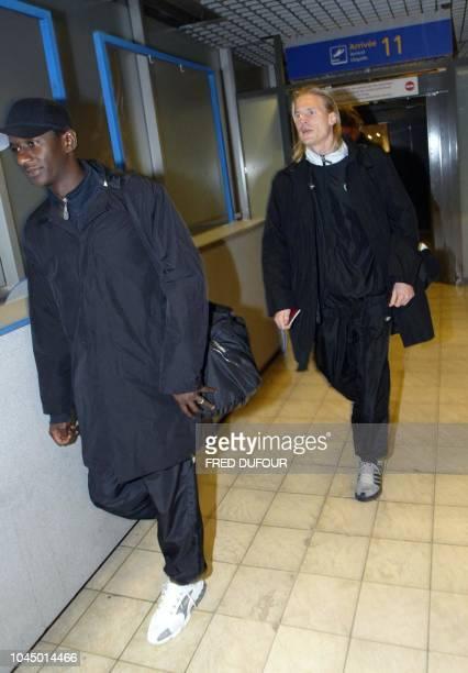 le Français Mohamed Sylla milieu de terrain de l'équipe écossaise de football de Glasgow Les Celtic et son coéquipier le défenseur slovaque Stanislav...