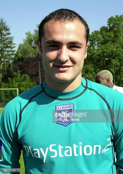 le gardien de but de l'AJ Auxerre Baptiste Chabert pose le 29 juillet 2002 à Auxerre lors de la présentation de l'équipe qui participera au...