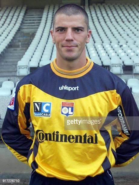 Le gardien de but Gregory Coupet pose pour la photo officielle de l'équipe de l'Olympique Lyonnais qui disputera le championnat de France de football...