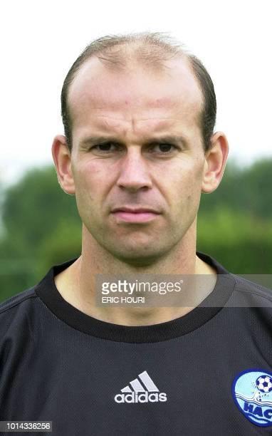 le gardien de but tchèque du Havre AC Alexander Vencel pose le 09 août 2002 au Havre lors de la présentation de l'équipe qui participera au...