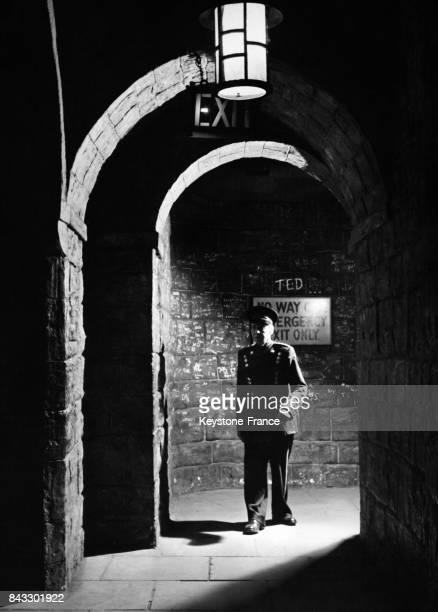 Le gardien de la 'Chambre des Horreurs' Harry Willett à la fin de la journée au musée de Mme Tussaud à Londres RoyaumeUni