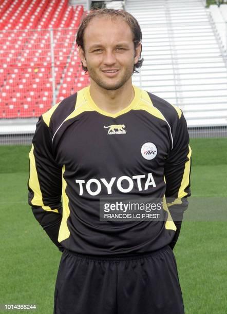 Le gardien français du VAFC Willy Grondin pose le 17 août 2006 au stade Nungesser de Valenciennes pour la photo officielle