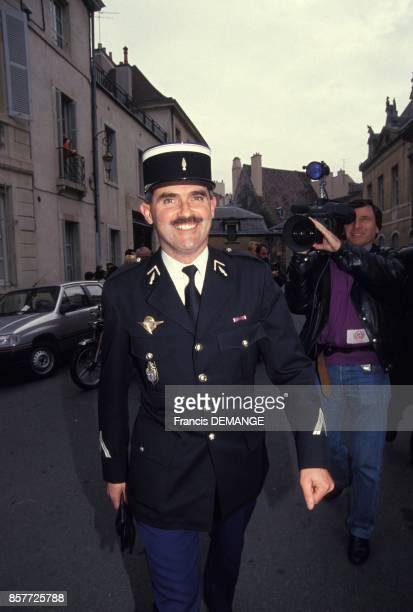 Le gendarme Olivier Bardot arrive au proces de JeanMarie Villemin devant la cour d'assises pour l'assassinat de Bernard Laroche en 1985 le 10...