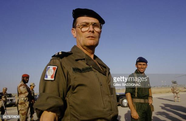 Le General Michel Roquejoffre et le Commandant Georges Ladeveze a la tete des troupes francaises a la frontiere avec l'Irak pendant la crise du Golfe...