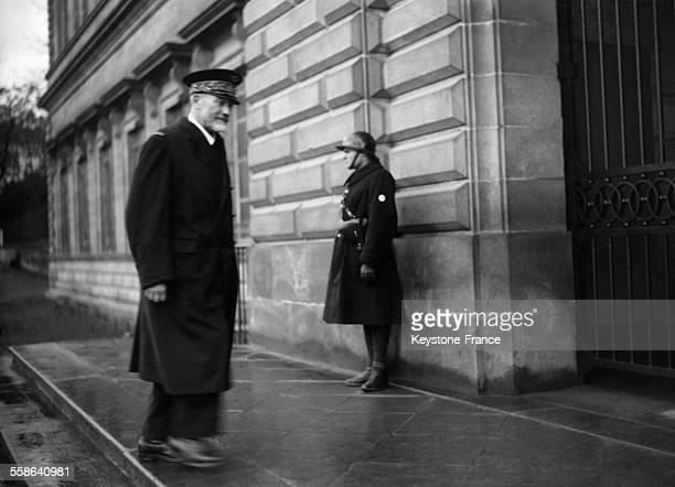Le General Watteau membre de la Cour supreme de Justice arrive au proces a Riom France en 1942