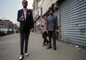 Le ghetto de jeunes afroamricains trs lgants en costume et chemise se picture id166484558?s=170x170