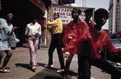 Le ghetto le ghetto un groupe dafroamricains aux vtements de couleurs picture id166483400?s=170x170