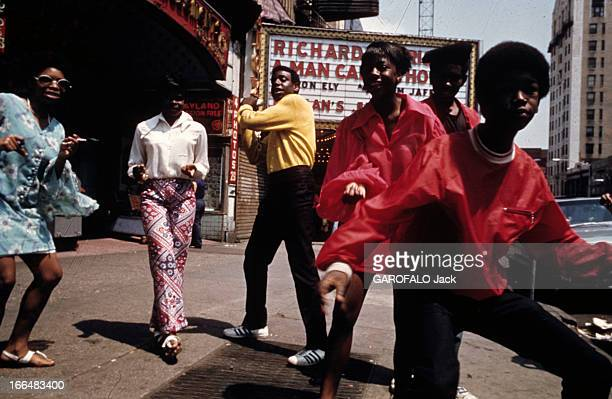 The Ghetto New York City Harlem juillet 1970 le ghetto un homme afroaméricain 'crie' ou s'exprime devant le reporter de PM dans une rue