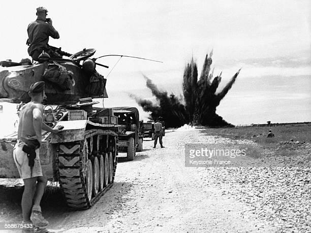 Le génie militaire français fait sauter les infrastructures après son passage sur la route de Nam-Dinh lors de l'évacuation de la zone sud le 2...