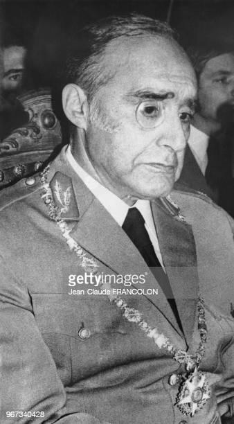 Le général António de Spínola portant la médaille Tour et Epée après sa destitution du gouvernement le 17 mars 1974 à Lisbonne Portugal