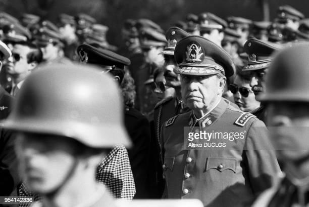 Le général Augusto Pinochet lors des obsèques de 4 de ses gardes du corps à Santiago du Chili le 10 septembre 1984, Chili.