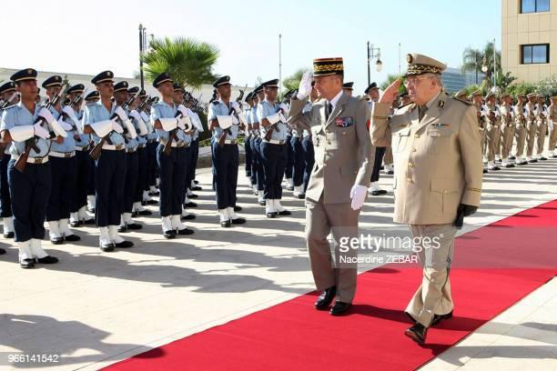 Le général de corps d'armée Ahmed Gaid Salah reçoit le chef d'état major des armées françaises Pierre de Villiers le 14 septembre 2014 à Alger Algérie