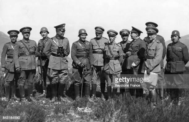 Le Général Franco en compagnie du Général allemand Kuhlenthal du Général espagnol Lopez Ochoa et du Général portugais Da Silva lors de manoeuvres...