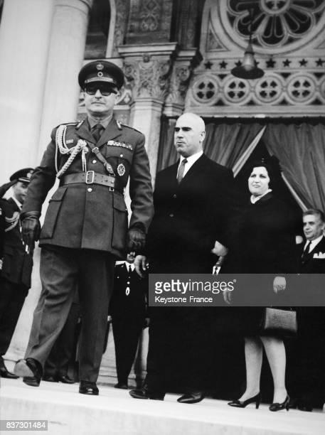 Le général Georges Zoitakis régent de Grèce et le ministre de l'intérieur Stylianos Pattakos avec sa femme sortant de la cathédrale à Athènes Grèce