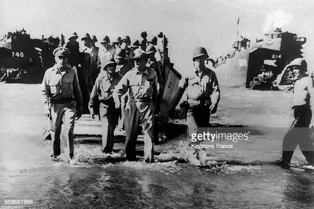 Le Général MacArthur débarque aux Philippines en 1945