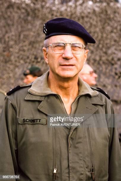Le général Maurice Schmitt lors de manoeuvres militaires en septembre 1986 Allemagne