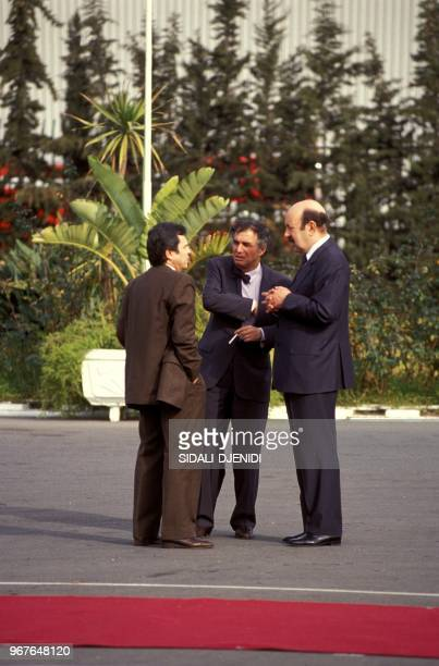 Le général Mohamed Mediène dit 'Toufik' Sid Ahmed Ghozali et Larbi Belkheir lors du retour de Mohamed Boudiaf à Alger le 16 janvier 1992 Algérie