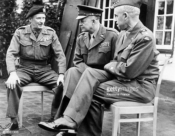 Le Général Montgomery, le Général Eisenhower et le Général Bradley en réunion, circa 1940.