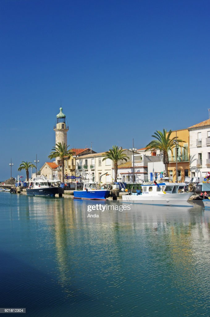 Fishing boats alongside the quay 'quai General de Gaulle'. : News Photo