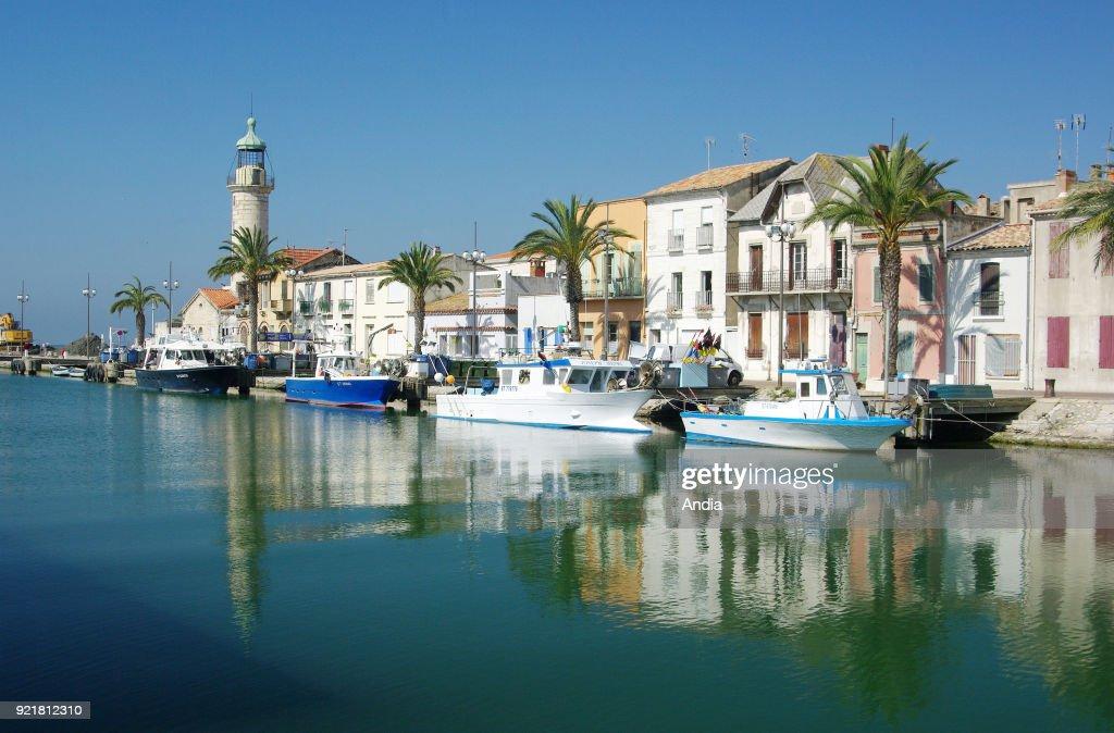Fishing boats alongside the quay 'quai General de Gaulle'. : News Photo
