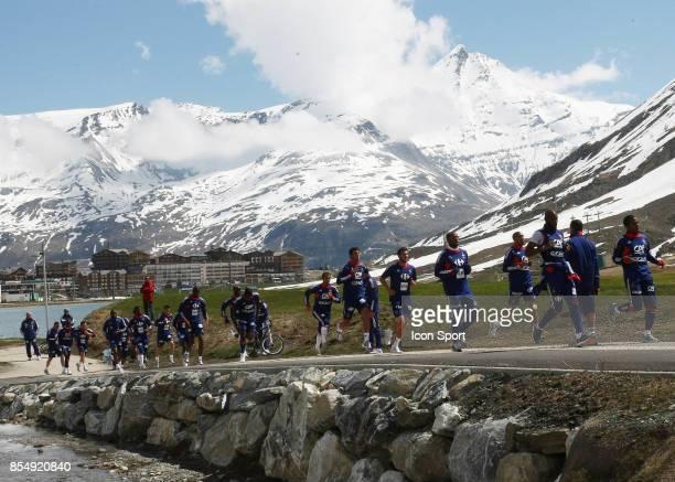 Le Groupe entrainement / Footing Tignes Stade de preparation de l equipe de France Tignes