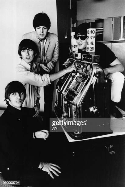 Le groupe musical 'The Beatles' avec Ringo Starr Georges Harrison Paul Mac Cartney et John Lennon vers 1964 à Las Vegas EtatsUnis