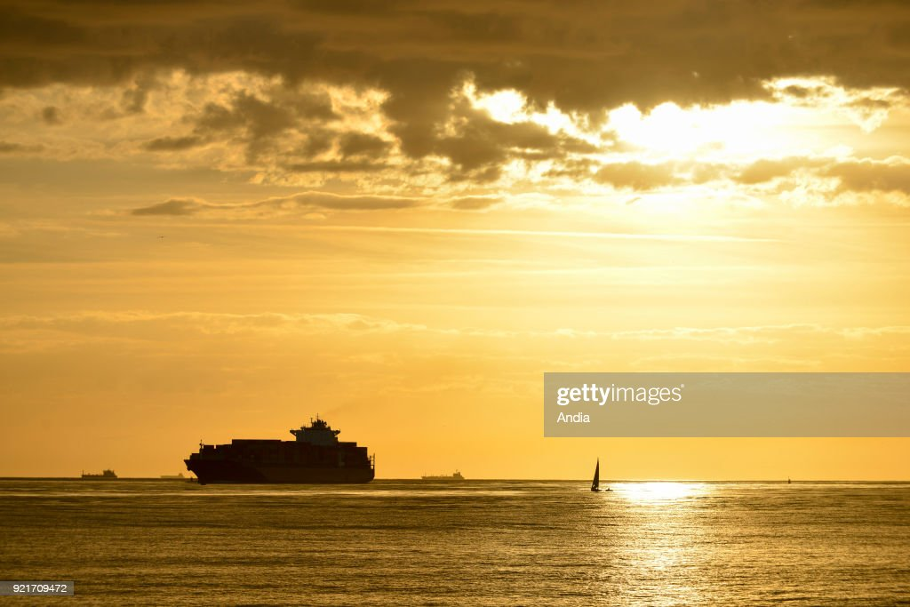 Le Havre, container ship and sunset. : News Photo
