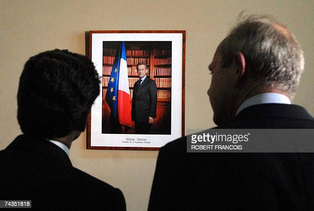 French President Nicolas Sarkozy looks at his official photograph next to Le Havre' UMP mayor Antoine Rufenacht 29 May 2007 in Le Havre northwestern...