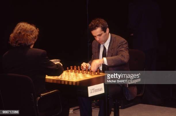 Le joueur d'échecs russe Garry Kasparov disputant le trophée Immopar à Paris en novembre 1991 France
