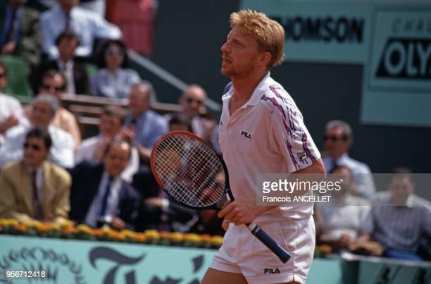 Le joueur de tennis allemand Boris Becker pendant le tournoi de RolandGarros en 1991 à Paris France