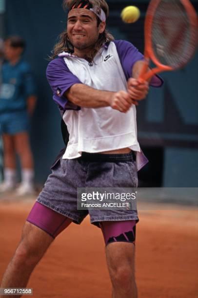 Le joueur de tennis américain Andre Agassi pendant le tournoi de RolandGarros en 1991 à Paris France