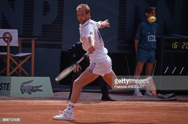 Le joueur de tennis autrichien Thomas Muster pendant le tournoi de RolandGarros en 1991 à Paris France