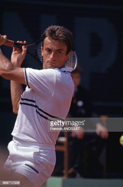 Le joueur de tennis français Henri Leconte pendant le tournoi de RolandGarros en 1991 à Paris France