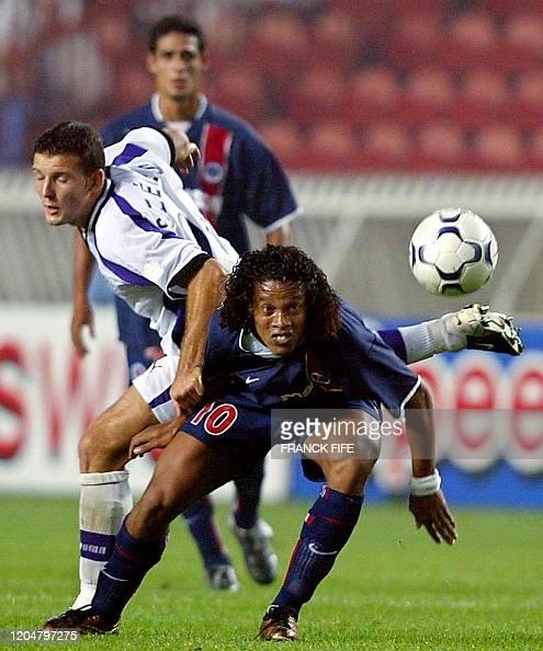 Le Joueur Du Paris Saint Germain Le Bresilien Ronaldinho Est A La News Photo Getty Images