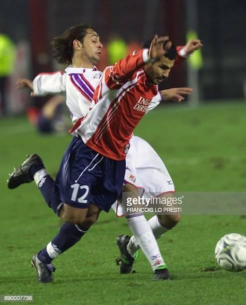 Le joueur florentin Mirko Benin est à la lutte avec le lillois Sallaheddine Bassir lors du match de 16es de dinale de la coupe de l'UEFA au stade...