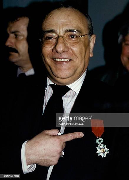 Le journaliste français Yves Mourousi après la remise de sa Légion d'honneur le 18 mars 1996 à Paris France
