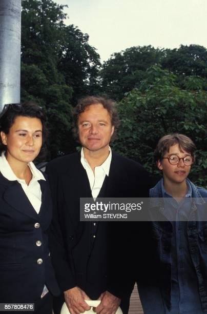 Le journaliste Guillaume Durand et son fils Arthur sont venus assister au Tournoi de tennis a Roland Garros mai 1994 Paris France