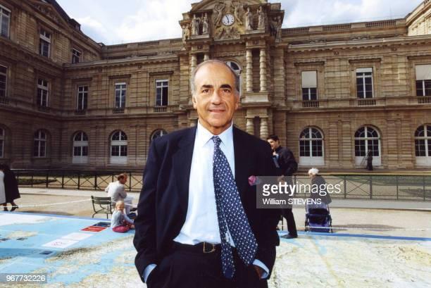 Le journaliste JeanPierre Elkabbach devant le Sénat le 25 mai 2000 à Paris France