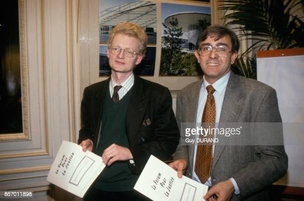 Le juge Thierry JeanPierre et l'inspecteur et juriste Antoine Gaudino au Forum pour la Justice le 12 decembre 1991 a Paris France