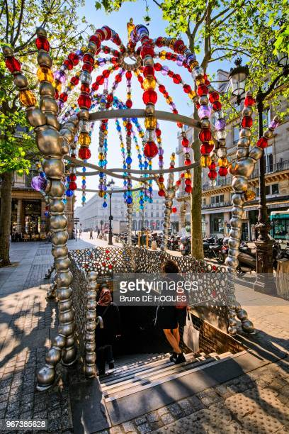 Le Kiosque des Noctambules' par JeanMichel Othoniel sur la bouche de métro Palais RoyalMusée du Louvre Place Colette à Paris France