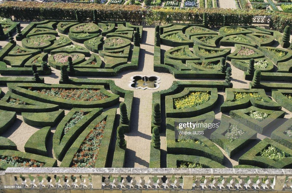 Le Labyrinthe Des Charmilles Un Des Jardins Les Plus R Cents Du