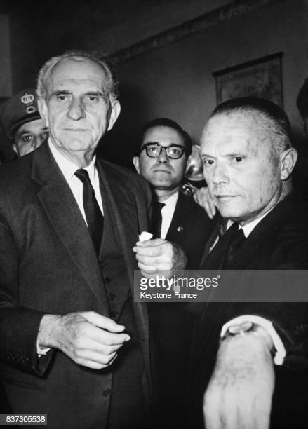 Le leader de l'opposition Georgios Papandréou et Sophoklis Venizélos à Athènes Grèce le 26 novembre 1962