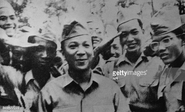 Le lieutenant Nguyen Van Thieu à l'Université de Saïgon circa 1951 Vietnam