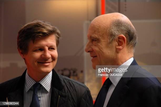 Le maire de Bordeaux Alain Juppé et Nicolas Florian lors d'un de?bat a? TV7 Bordeaux le 6 juin 2014, Bordeaux, France.