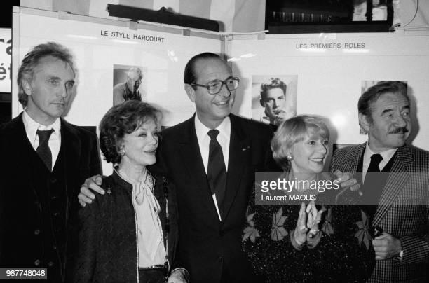 Le maire de la capitale Jacques Chirac a décoré de la médaille de la Ville de Paris les acteurs Terence Stamp et Simone Simon en présence notamment...